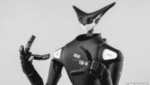 全家打造的VR机器人管理系统,外观竟然有点呆萌