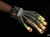 数据手套通过真实的触觉体验带你进入虚拟现实交互的世界